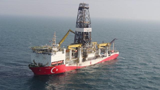 Fatih sondaj gemisi yeni arama kuyusu Karadeniz Amasra-1e doğru yola çıktı