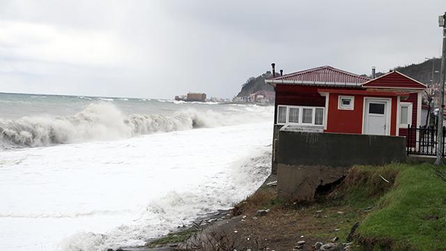 Karadenizde fırtına etkili oluyor