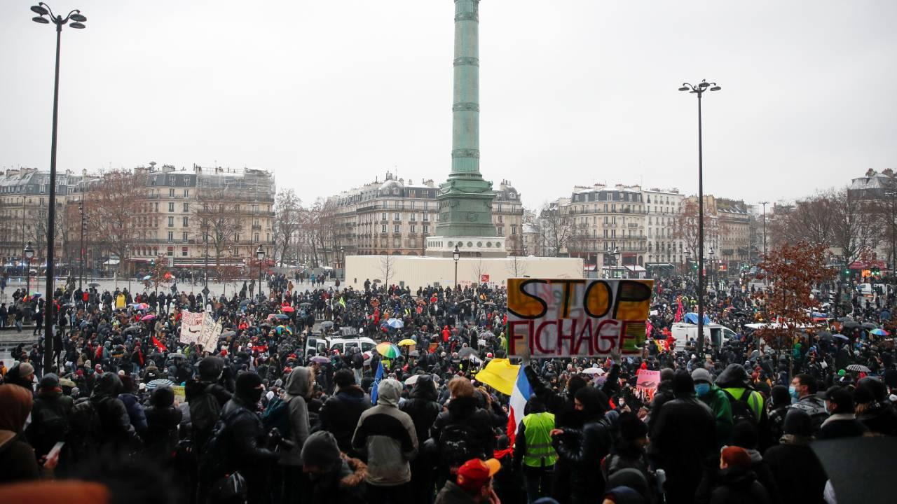 Fransa'da göstericiler sokağa indi