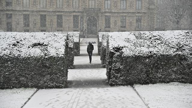 Fransada kar turuncu alarm verdirdi