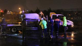 İstanbul'da oto kurtarıcı yol bakım kamyonuna çarptı: 2 ölü