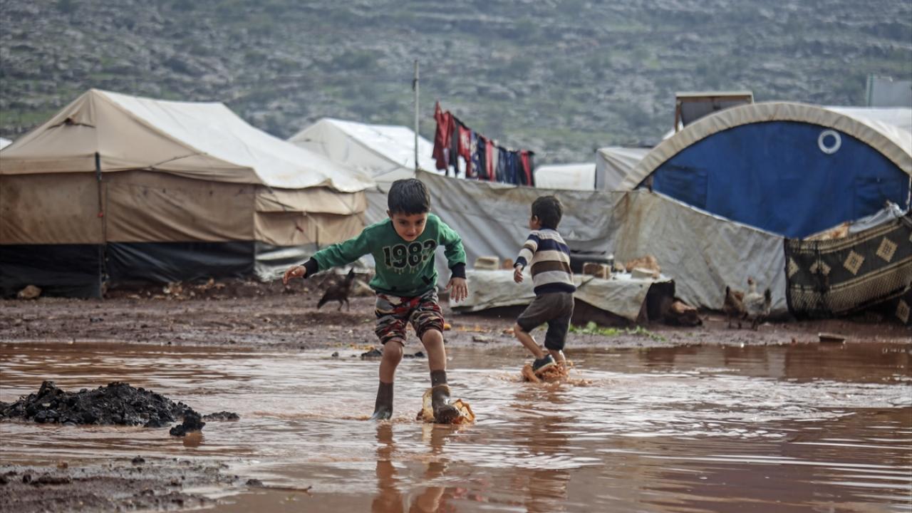 İdlib'in çilesi: 110 çadır kampı sular altında