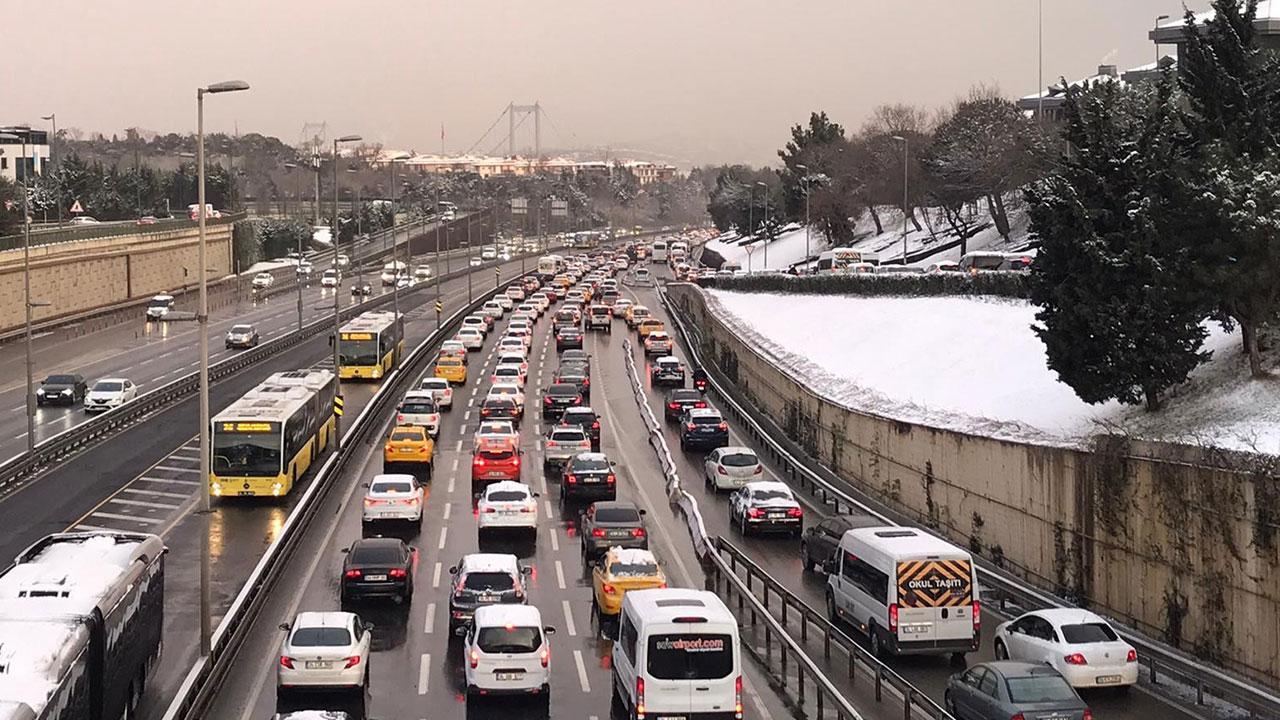 İstanbul'da trafik yoğunluğu yüzde 80'e çıktı
