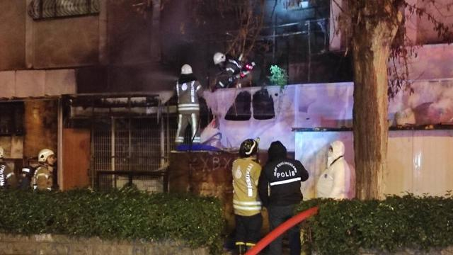 Kadıköyde iş yeri yangını