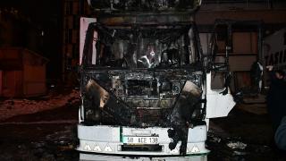 Sivas'ta park halindeki kamyon küle döndü