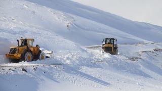Ulaşıma kar ve tipi engel oldu: 1664 yol kapandı