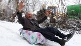 Mehmet dede motosikletli kızakla karın tadını çıkardı