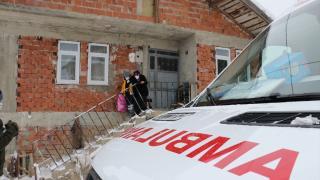 Kastamonu'da kar nedeniyle köyde mahsur kalan Covid-19 hastası çift hastaneye ulaştırıldı