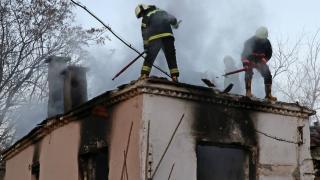 Metruk binada çıkan yangın hasara yol açtı
