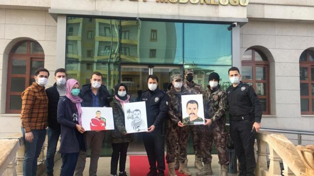 Halfetili öğrenciler Şehit polislerin portrelerini meslektaşlarına hediye etti