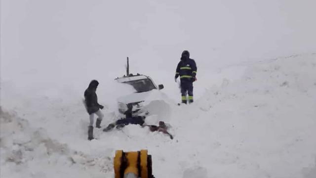 Tipide mahsur kalan ÇEDAŞ ekipleri kurtarıldı