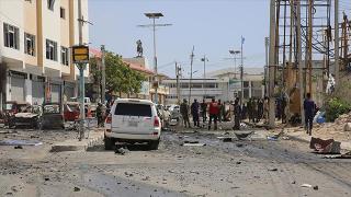 Somali'de belediye başkanının konvoyuna saldırı: 6 ölü
