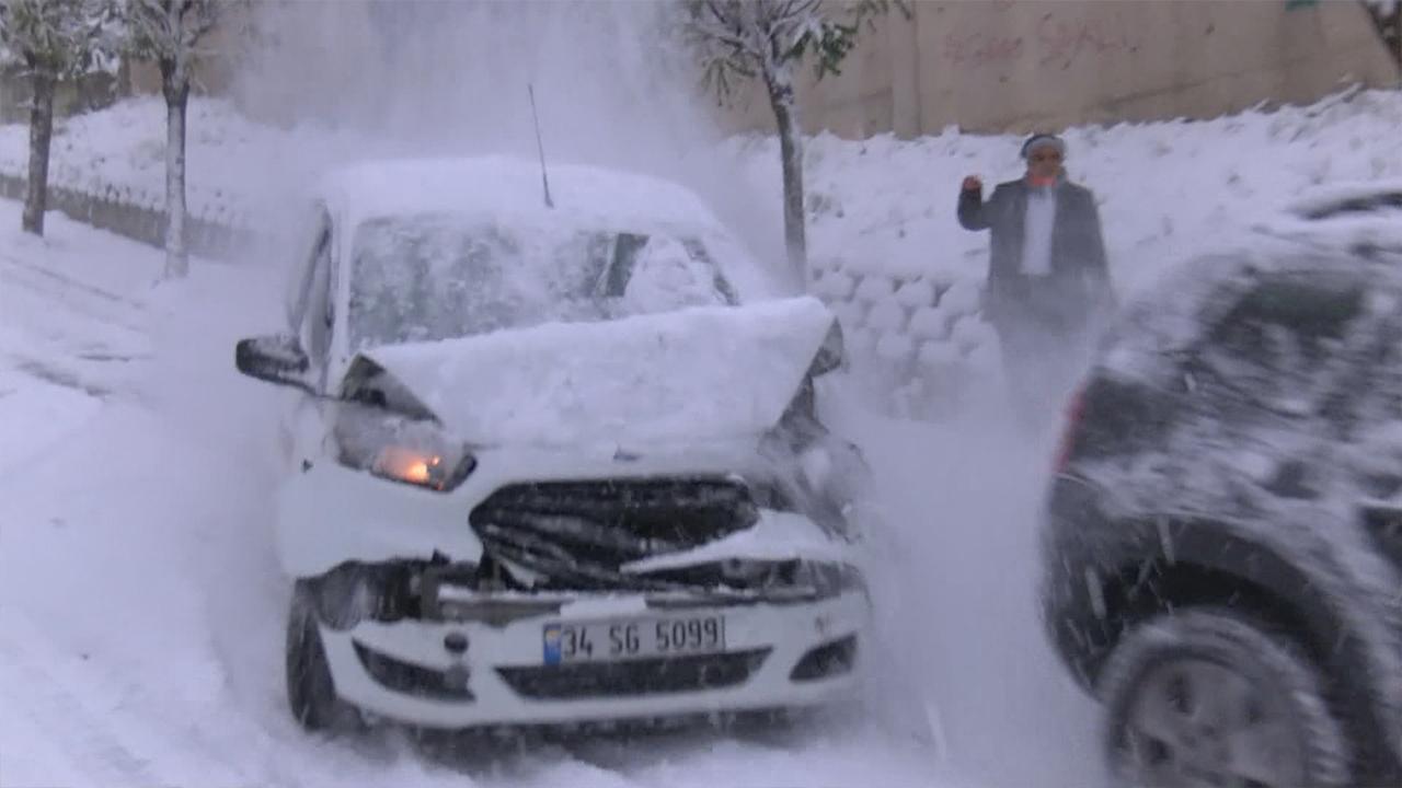 İstanbul'da kar kazaları böyle görüntülendi