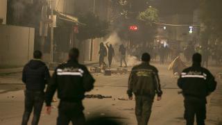 Tunus'ta salgın tedbirlerine karşı protestolar sürüyor