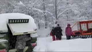 Karda mahsur kalan 20 kampçı kurtarıldı