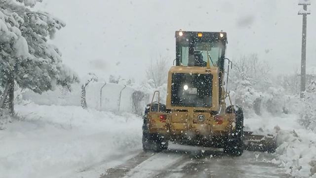 Kar yağışı nedeniyle yaylada mahsur kalan 9 kişi kurtarıldı