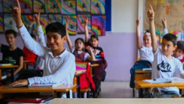 """""""Okullar, vakaların düşük olduğu bölgelerde hibrit eğitim ile başlayabilir"""""""