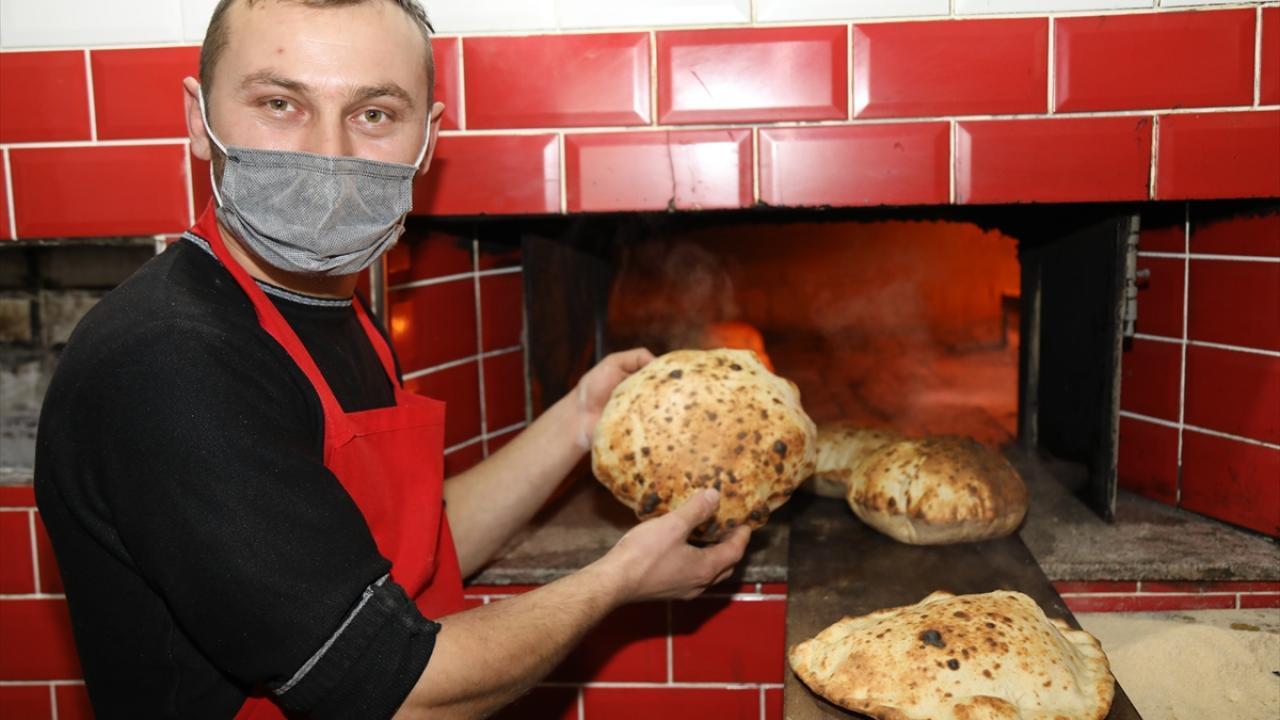 Yapımını teyzesinden öğrendiği ekmekleri üretmeye başlayan Türkoğlu, bu ekmekleri sipariş üzerine müşterilerinin evlerine kadar da ulaştırmaya başladı.