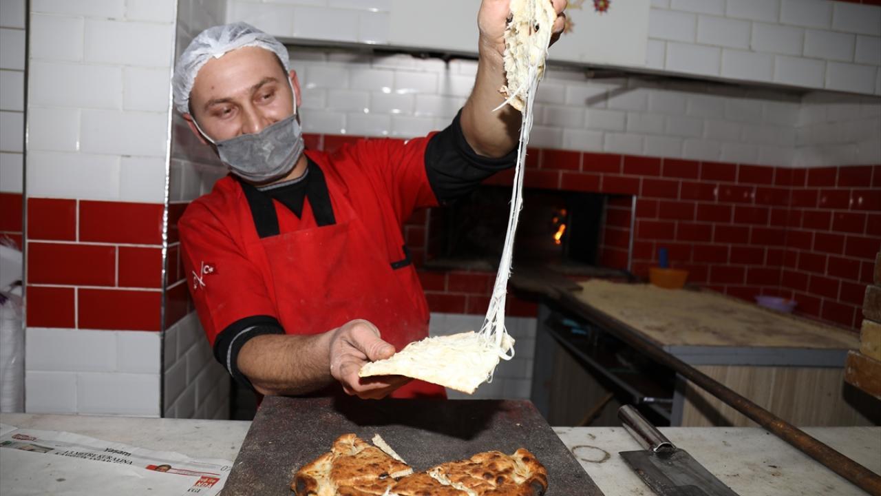 Hüseyin Karakaya da ekmeği severek tükettiklerini, herkese de tavsiye ettiklerini aktararak, Bu ekmek çok lezzetli. ifadesini kullandı.