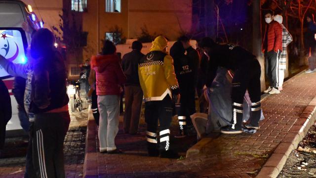 Adanada apartmanda yangın: 6 kişi dumandan etkilendi