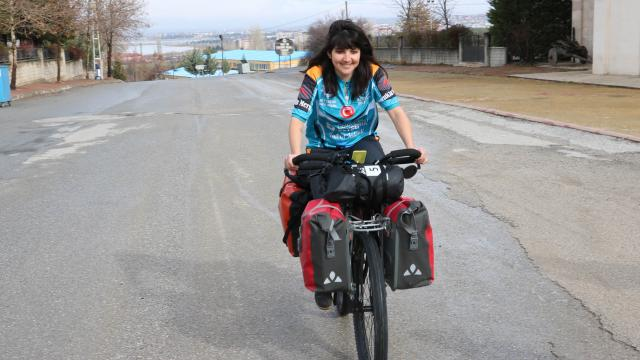 Dünya turundaki Brezilyalı bisikletçi Beyşehirde