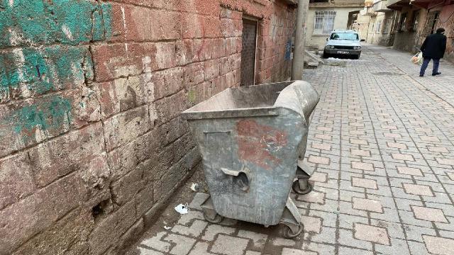 Yeni doğmuş bebek çöp konteynerinde ölü bulundu
