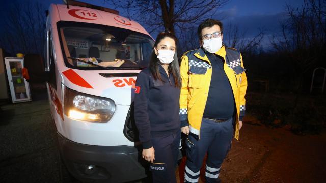 Covid-19u yenen acil tıp teknisyeni çift hüznü ve sevinci bir arada yaşadı