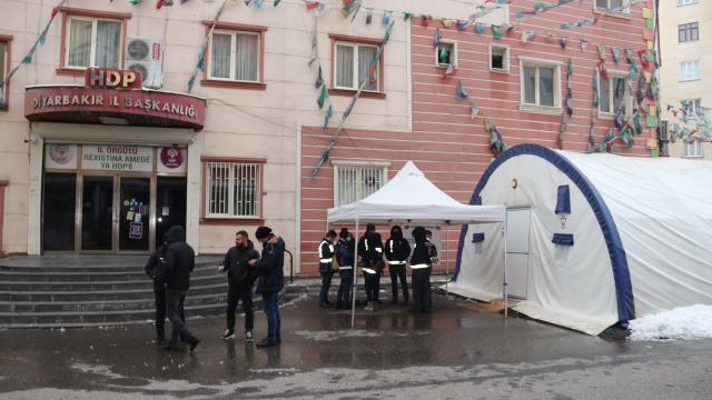 """Diyarbakır annelerinden çocuklarına """"Teslim ol"""" çağrısı"""
