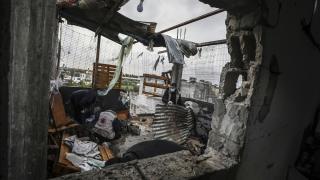 İsrail topçusu Gazze'de bir evi vurdu