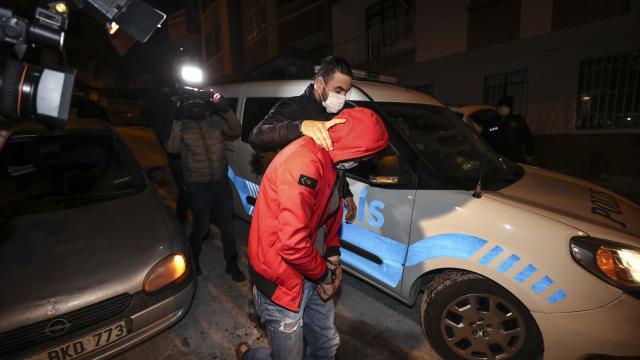 Ankarada uyuşturucu kullanılan eve baskın: 7 gözaltı