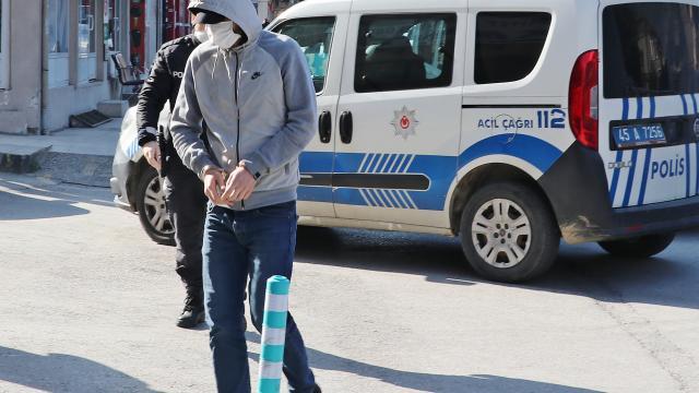 Manisada husumetlisine ait tekel bayisini yakmak isteyen şüpheli gözaltına alındı