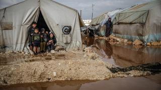İdlib'deki sağanak kamplardaki sivillerin yaşamını zorlaştırıyor