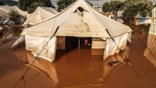 İdlib'deki sağanak kamplarda yaşayan sivillerin yaşamını zorlaştırıyor