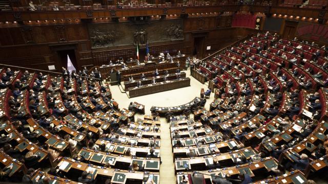 İtalyada Başbakan Conte Senatodan güvenoyu aldı
