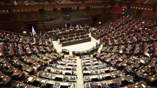 İtalya'da Başbakan Conte Senato'dan güvenoyu aldı