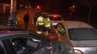 İzmir'de iki zincirleme kaza: 14 araç hasar aldı