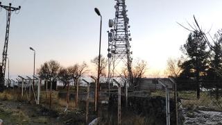Deprem sinyal tespit cihazının kablolarını çalanlar yakalandı