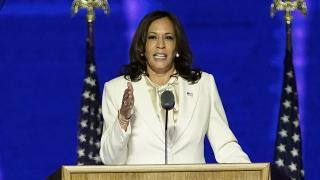 Kamala Harris, California Senatörlüğünden istifa etti