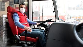 15 yıldır hastalara hem kan taşıyor hem de bağışta bulunuyor