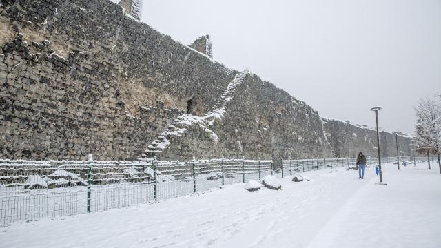 """""""Beyaz örtü"""" Diyarbakırın tarihi mekanlarında güzel görüntü oluşturdu"""