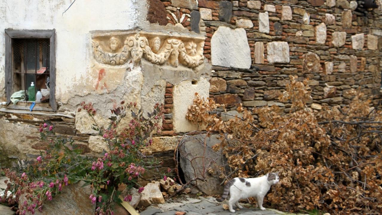 Duvarda kullanılan lahit müzeye taşınacak