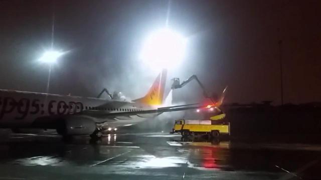 Sabiha Gökçen Havalimanında buzlanmaya karşı önlem alındı