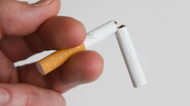 İtalyada 10 metre uzaklıkta sigara içme yasağı