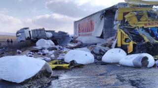Konya'da 2 tır çarpıştı: 1 kişi hayatını kaybetti