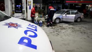 Ankara'da alkollü sürücü yakıt pompasına çarptı