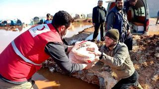 Türk Kızılay'dan İdlib'deki selzedelere yardım