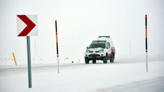 Çığ nedeniyle kapanan Van-Çatak kara yolu 3 saatlik çalışmayla açıldı