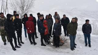 Kar nedeniyle yolda mahsur kalan 65 kişi kurtarıldı