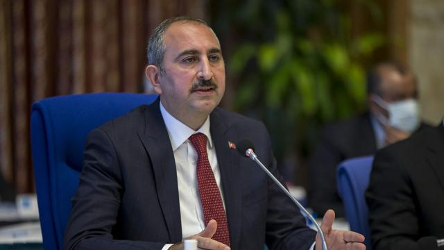 Adalet Bakanı Gül: Hadsizlerin Kabeye saygısızlığına hukuk göz yumamaz