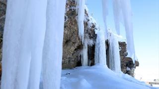 Ağrı'da 5 metrelik buz sarkıtları oluştu